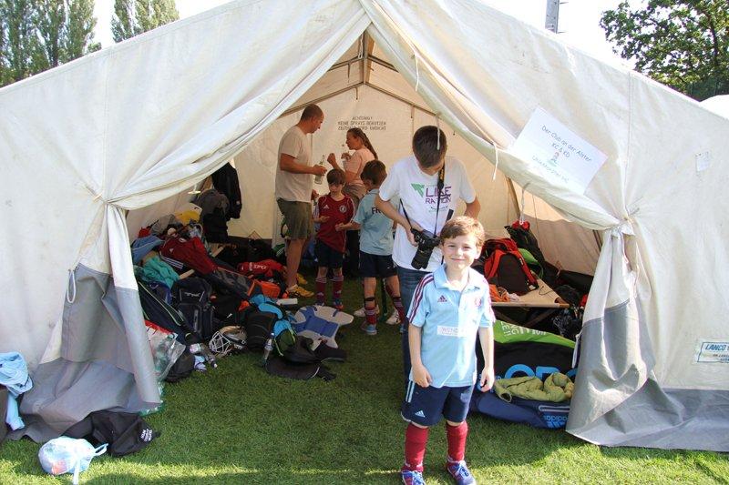 Wir teilen uns das Zelt mit ... Alster! Wie kann das bloß passieren ;-)